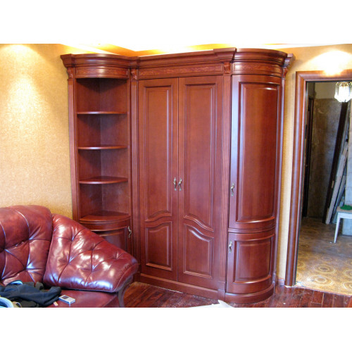Шкаф из дерева 003